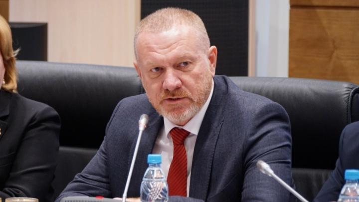 Чиновник на погрузчике, жена на Mercedes: смотрим, на что живут сенаторы от Волгоградской области