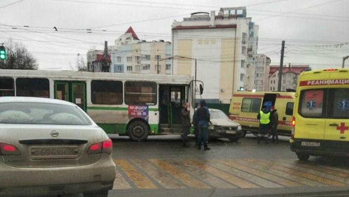 Медики рассказали о состоянии пострадавших в ДТП с пассажирским автобусом в Ярославле
