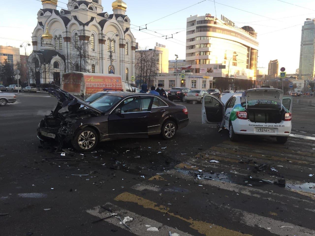 В аварии постраадли два человека