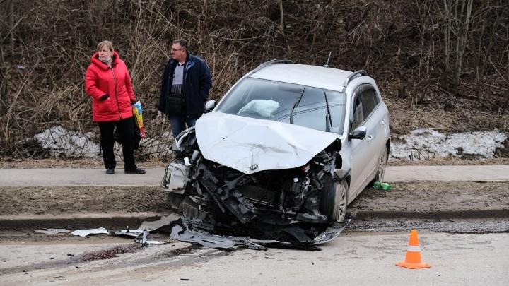 В Перми иномарка столкнулась с автобусом: пострадал кондуктор