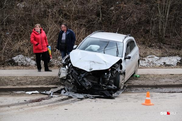 Автомобиль после удара отлетел на несколько метров