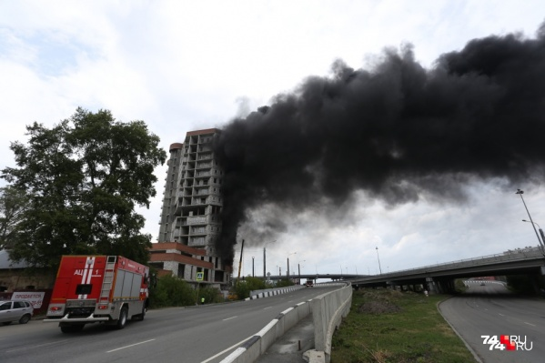 В основном огонь уничтожил строительные материалы, сама конструкция здания не пострадала