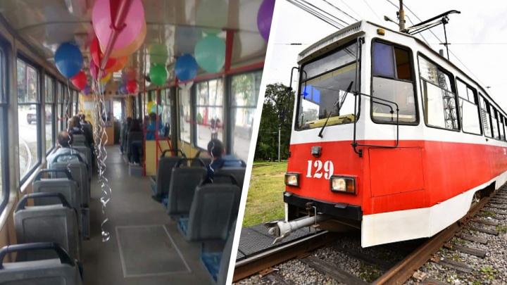 В Ярославле запустили экскурсионный трамвай. Он ездит по тому же маршруту, что и обычный