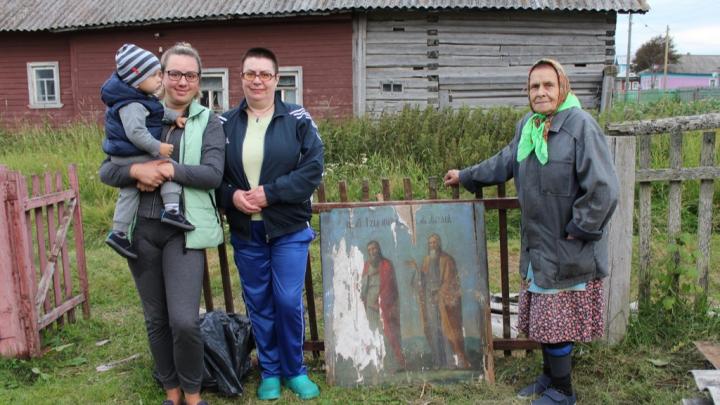 Жители Лопшеньги передали национальному парку «Онежское Поморье» икону XIX века