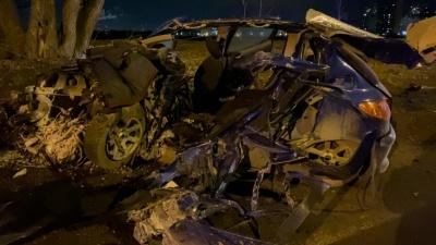 В страшной ночной аварии автобуса и Peugeot погиб молодой тюменец