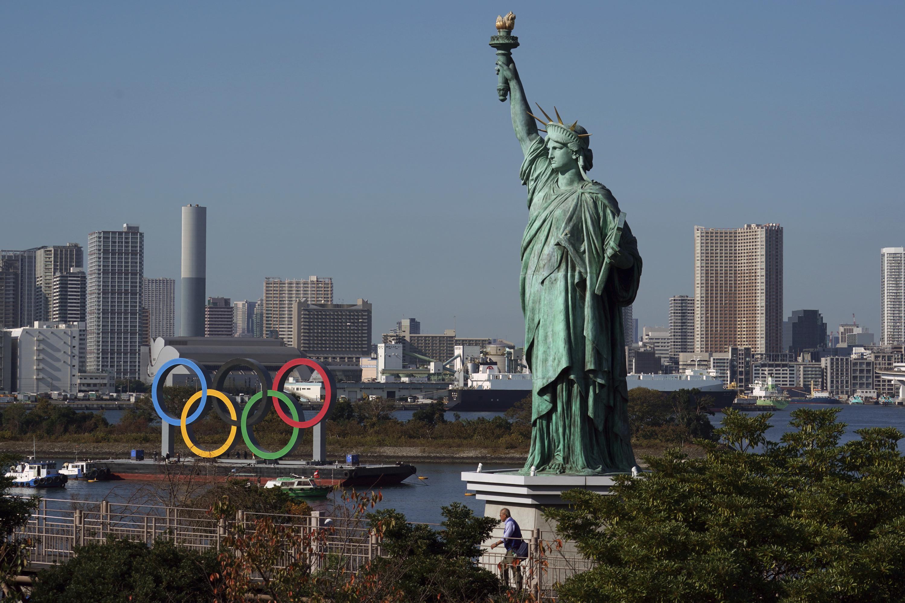 Токио в ожидании Олимпийских игр (да, там есть своя статуя Свободы, она в четыре раза меньше американского оригинала)