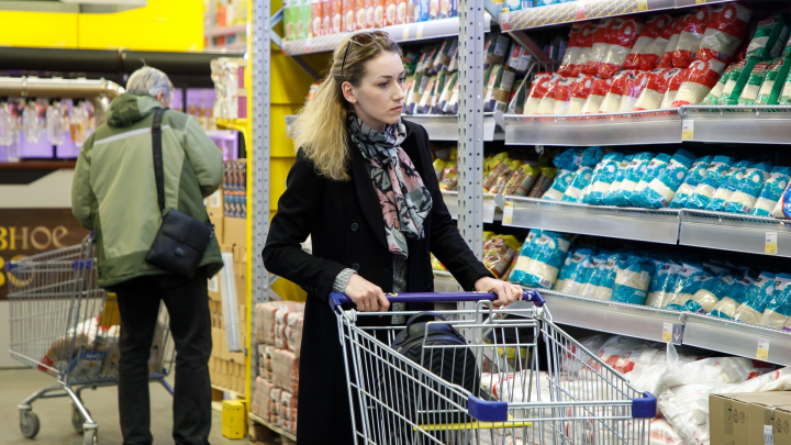 «Меняют ценники»: в Волгограде торговые сети массово набирают сотрудников