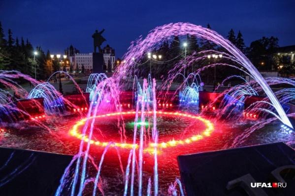 До 12 часов ночи будут работать самые посещаемые фонтаны