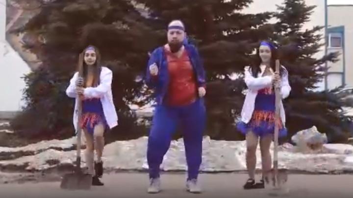 В Башкирии мэр города позвал жителей на субботник зажигательным танцем, есть видео