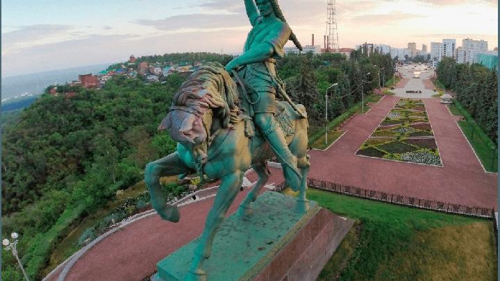 Мэрию Уфы оштрафовали на 200 тысяч рублей за плохое состояние памятника Салавату Юлаеву
