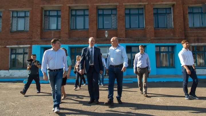 В Кузбассе рухнула стена школы, которую обещал отремонтировать губернатор