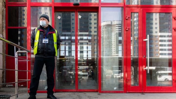 В челябинском магазине отказались продать маленьким детям без масок мороженое и вызвали полицию