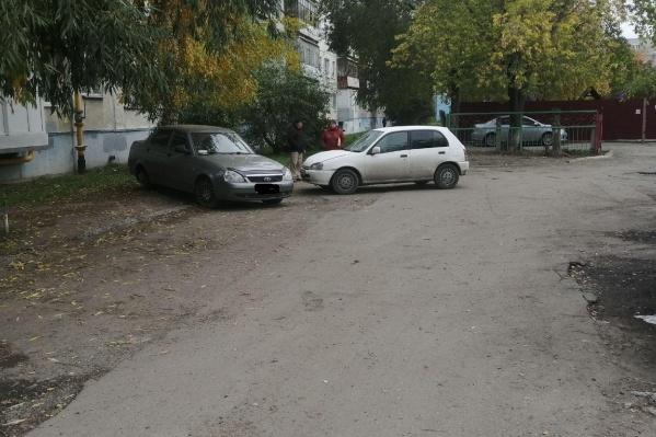 Авария произошла в одном из дворов по улице Урицкого