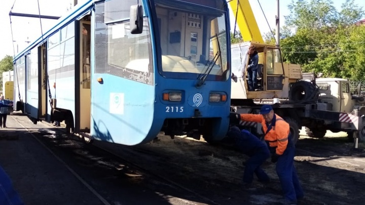 В Омск привезли три московских трамвая. Самому новому из них 11 лет
