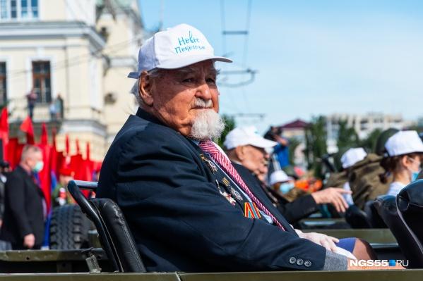 В этом году на парад Победы ветеранов доставили в персональных автомобилях