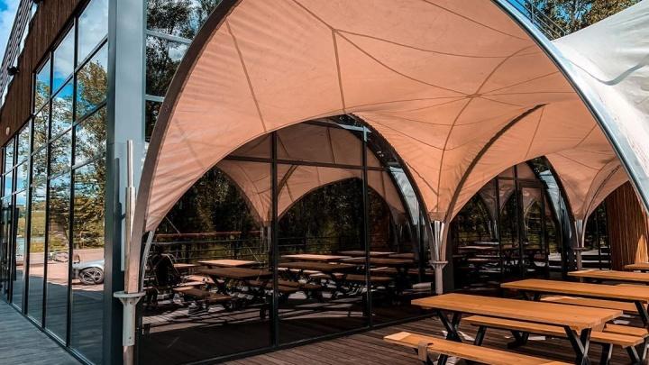 В визит-центре на Татышеве открылся ресторан: пока работает только летняя веранда