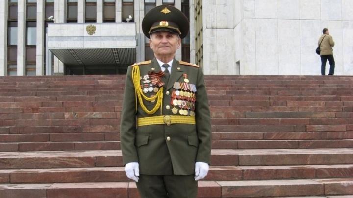В Екатеринбурге 94-летний ветеран вылечился от ковида. Он попал в больницу 22 июня