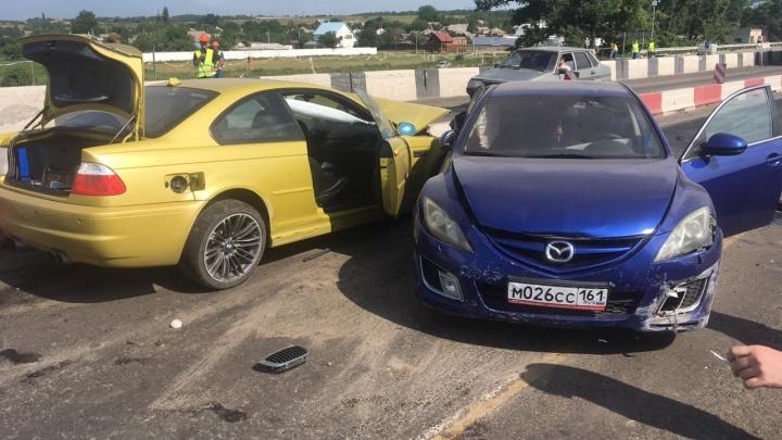 В Ростовской области BMW протаранила две другие иномарки. Есть пострадавшие