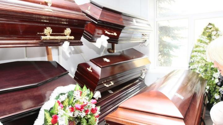 Зауралец-рецидивист спрятался от полиции среди гробов в ритуальном салоне своей матери