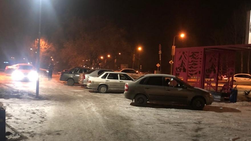 Сквер, построенный в аэропорту Челябинска по контракту с колонией, превратили в парковку