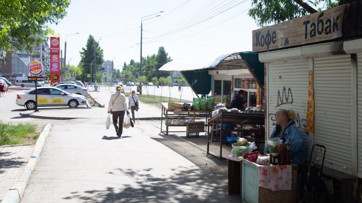Челябинские депутаты разрешили чиновникам уничтожать незаконные киоски. Но ларьки продолжают кочевать