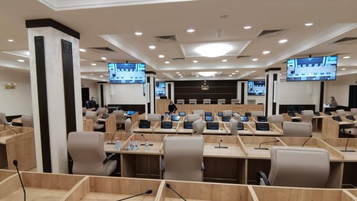 Депутаты Екатеринбурга впервые провели заседание в ЦУМе: разглядываем интерьеры нового зала