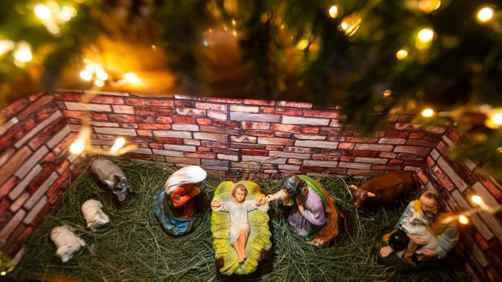 В Екатеринбурге встретили европейское Рождество: фоторепортаж с праздничной мессы