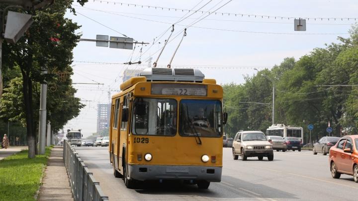 В Уфе почти на сутки приостановили движение троллейбусов по Российской
