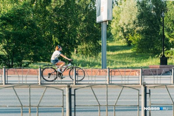 В недрах городской администрации созрела концепция развития велодвижения. Чиновники считают, что, помогая велосипедистам, можно решить ключевые для Омска проблемы