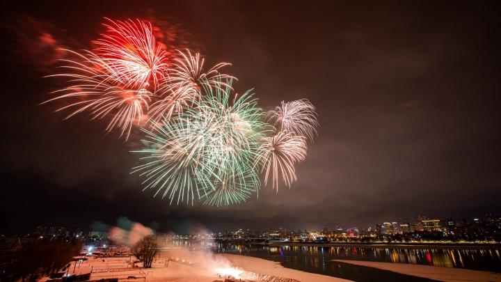 Небо сотрясалось от фейерверков: смотрим самые яркие фото салюта в честь 23 Февраля