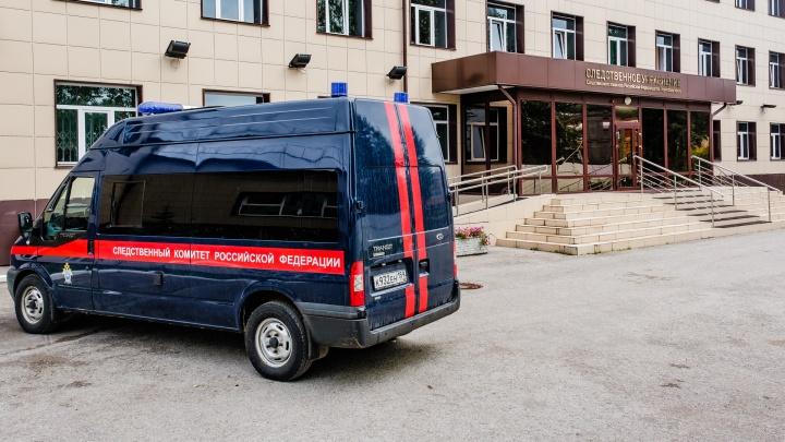 «Завернул тело в ковер и спрятал у гаражей»: в Перми арестовали мужчину, подозреваемого в убийстве матери