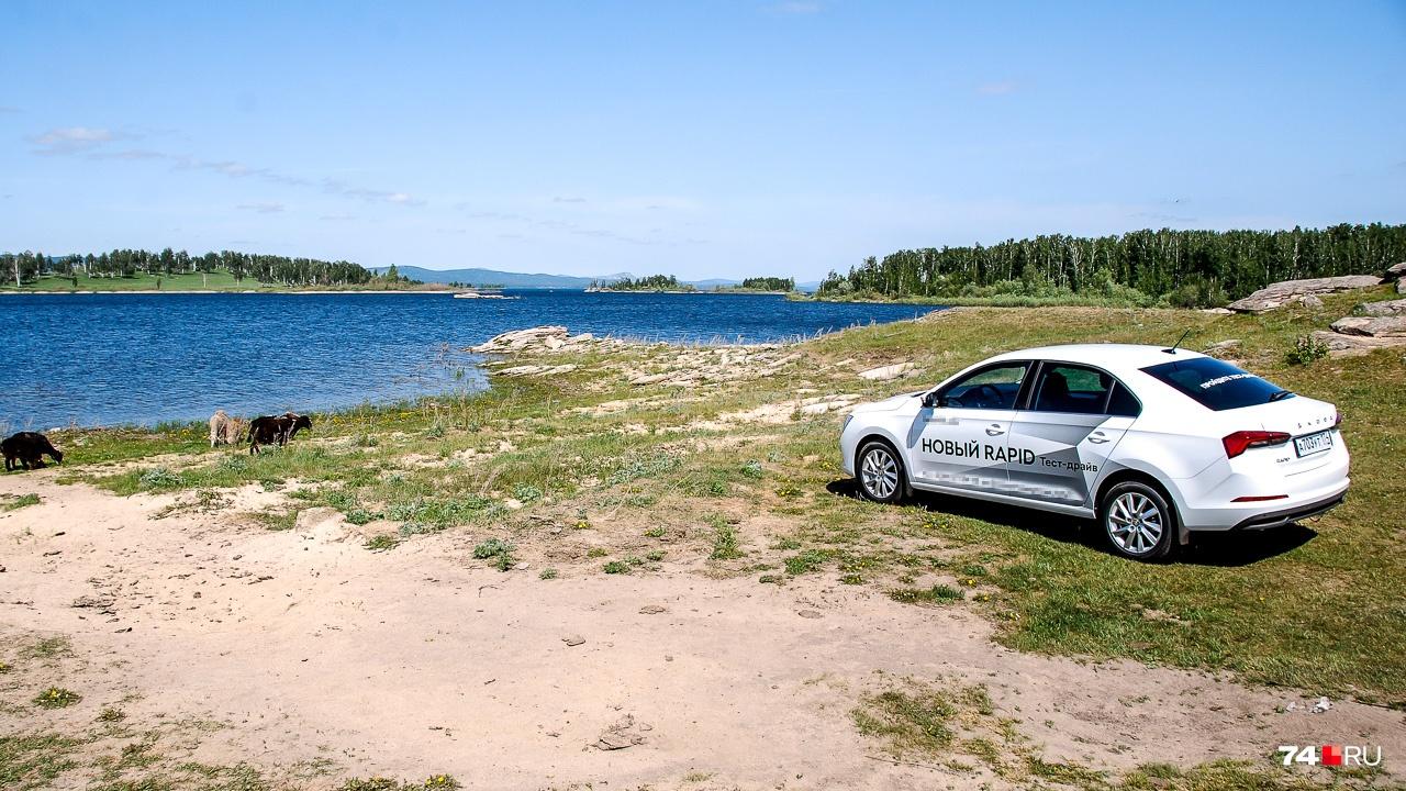 Rapid остаётся наиболее очевидным выбором для тех, кому нужен автомобиль до миллиона рублей с максимальным объёмом багажника и хорошей управляемостью. Например, для таксистов