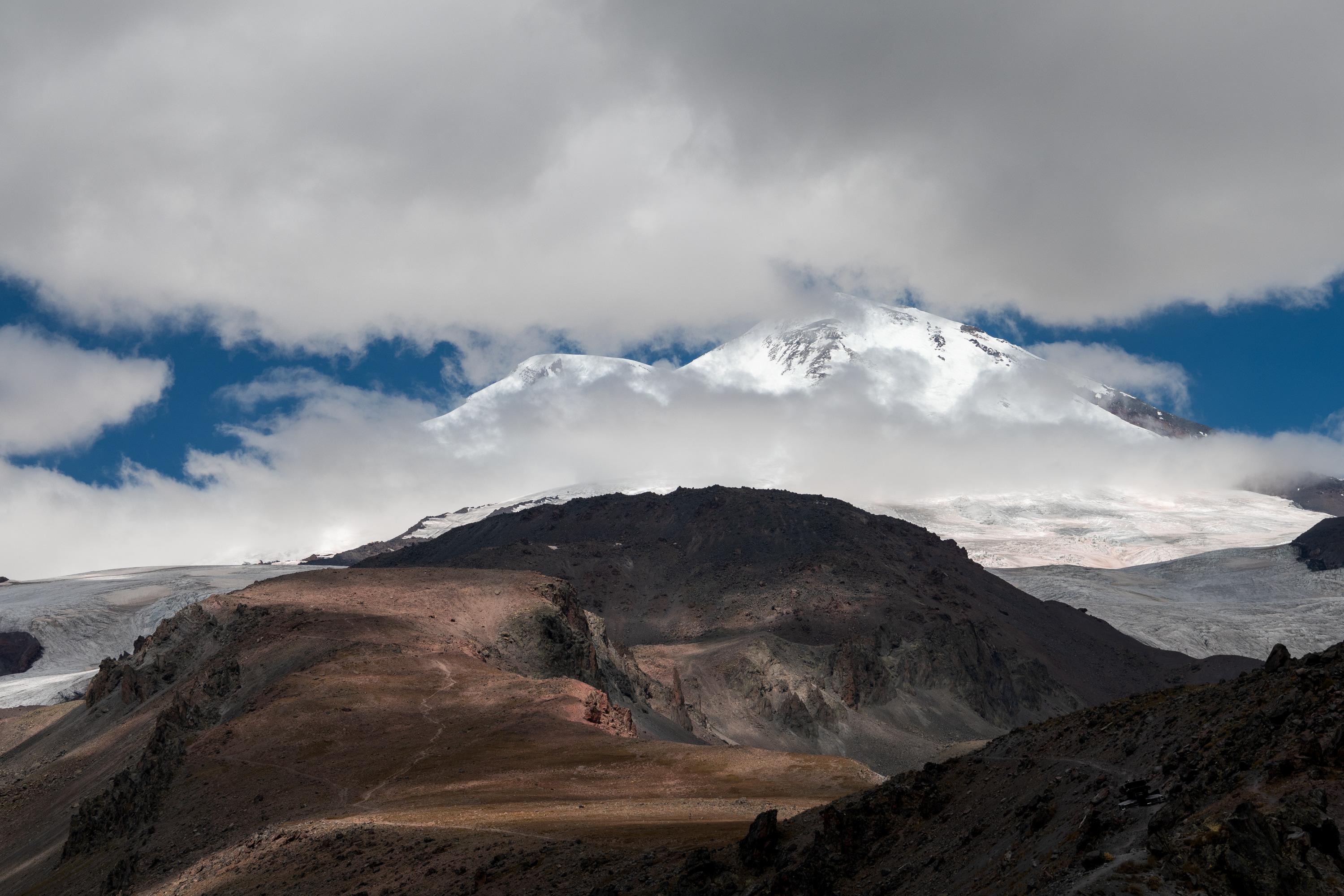 Слава Степанов совершал восхождение в составе группы по южному склону горы