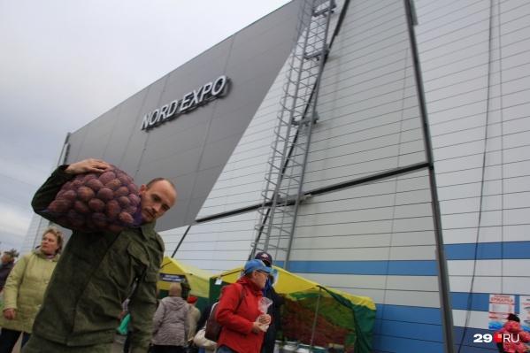 """Как и в прошлом году, основные&nbsp;<a href=""""https://29.ru/text/gorod/66200884/"""" target=""""_blank"""" class=""""_"""">торговые павильоны будут организованы в Nord Expo</a> — это на улице Папанина"""
