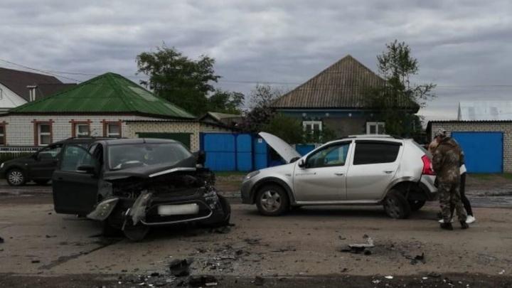 В Волгоградской области в массовой аварии ранена женщина