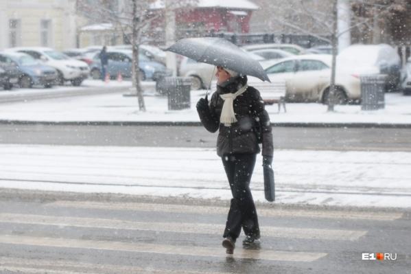 Сильный снег не уходит из Екатеринбурга уже второй день
