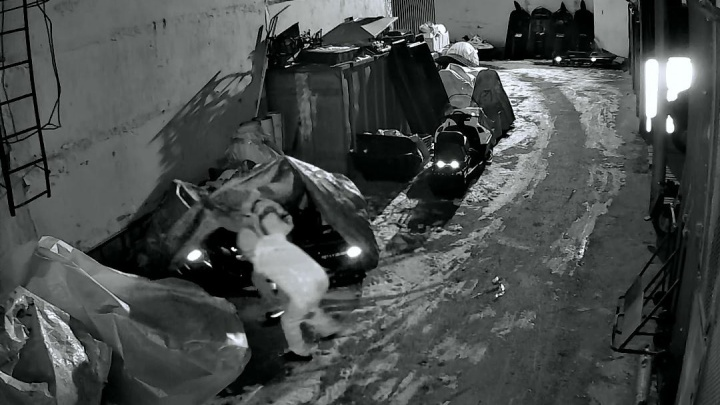 На Вторчермете полицейские с ОМОНом устроили спецоперацию, чтобы поймать угонщиков квадроцикла: видео