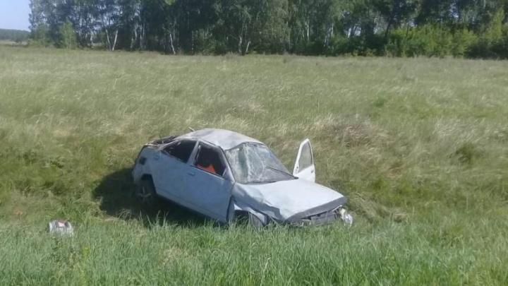 «Жигули» с пьяным водителем вылетели с дороги: один пассажир погиб, другой в больнице