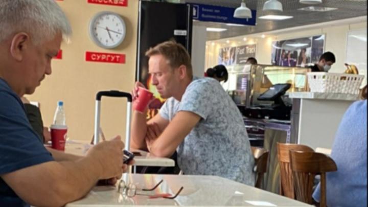 Очевидец опубликовал в «Инстаграме» видео из самолёта, где стало плохо Навальному
