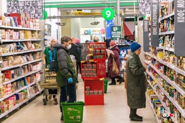 По мнению главы информцентра регионального оперштаба, магазины — одно из мест, где есть высокий риск заражения