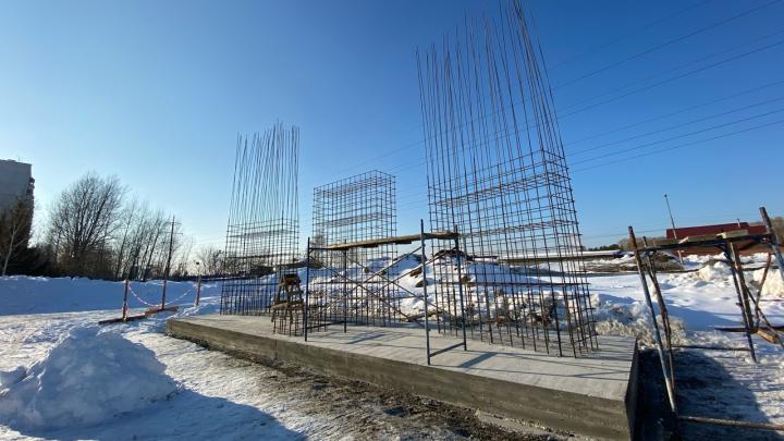 На Первомайке вместо ларька с гробами и пивом строят монумент к 75-летию Победы. Местный депутат против