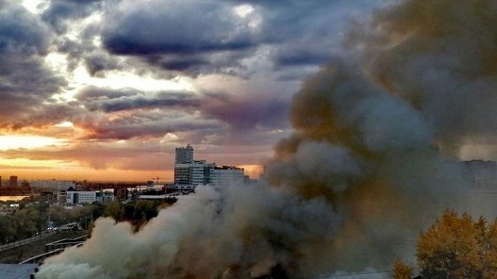 Пожар на заводе «Электросигнал» потушили. Онлайн-репортаж с места ЧП