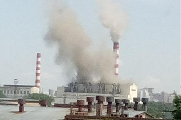 Над ТЭЦ-2 поднялся плотный дым — в СГК рассказали, что произошло
