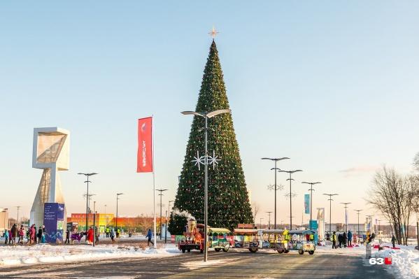 Главным украшением станет25-метровая елка