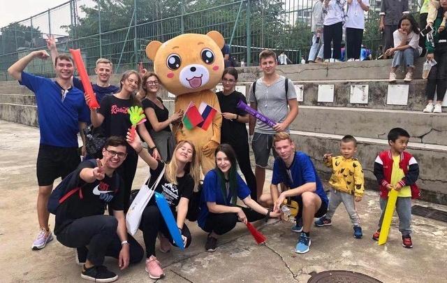 В Китае застряли две омские студентки СибАДИ: им предложили купить билет за 138 тысяч рублей