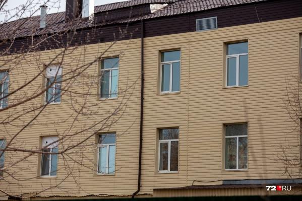 Люди с коронавирусом лежат в инфекционке на Комсомольской