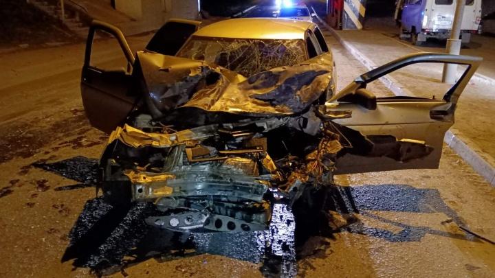 В Кургане легковушка врезалась в УАЗ: пострадали три человека