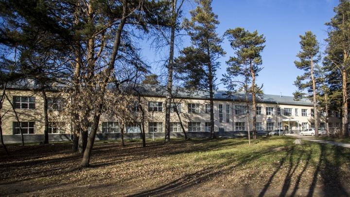 Заведующего моргом в Новосибирске обвинили во взятках от похоронных компаний на 1,5 миллиона