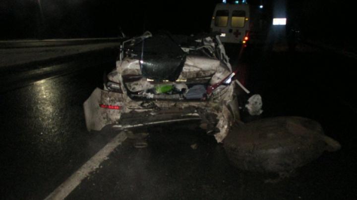 Два авто врезались в грузовик, перегородивший ночью дорогу: полиция сообщила, кого считает виновным