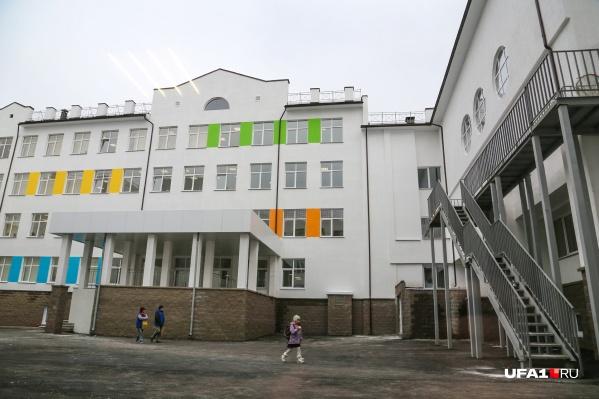 По мнению родителей учеников школы № 44, скандальная история в ее стенах — надуманная, а педагога незаслуженно очернили